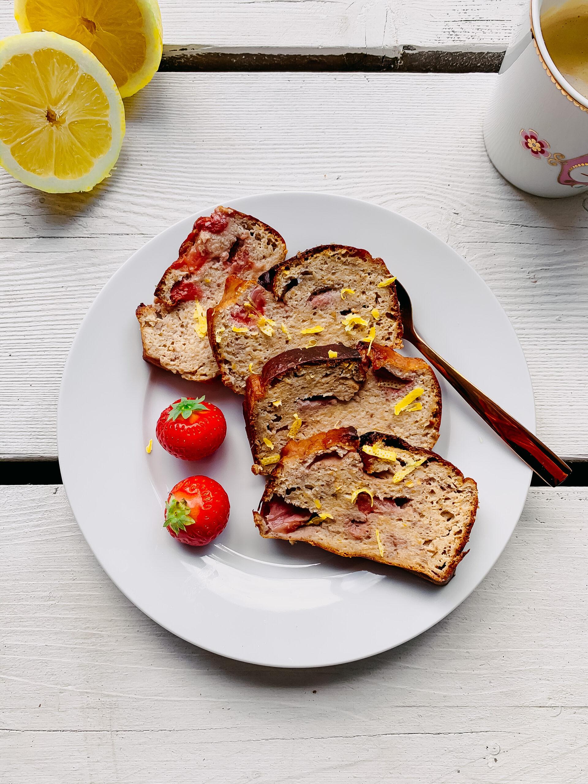 Aardbeien bananenbrood met citroen