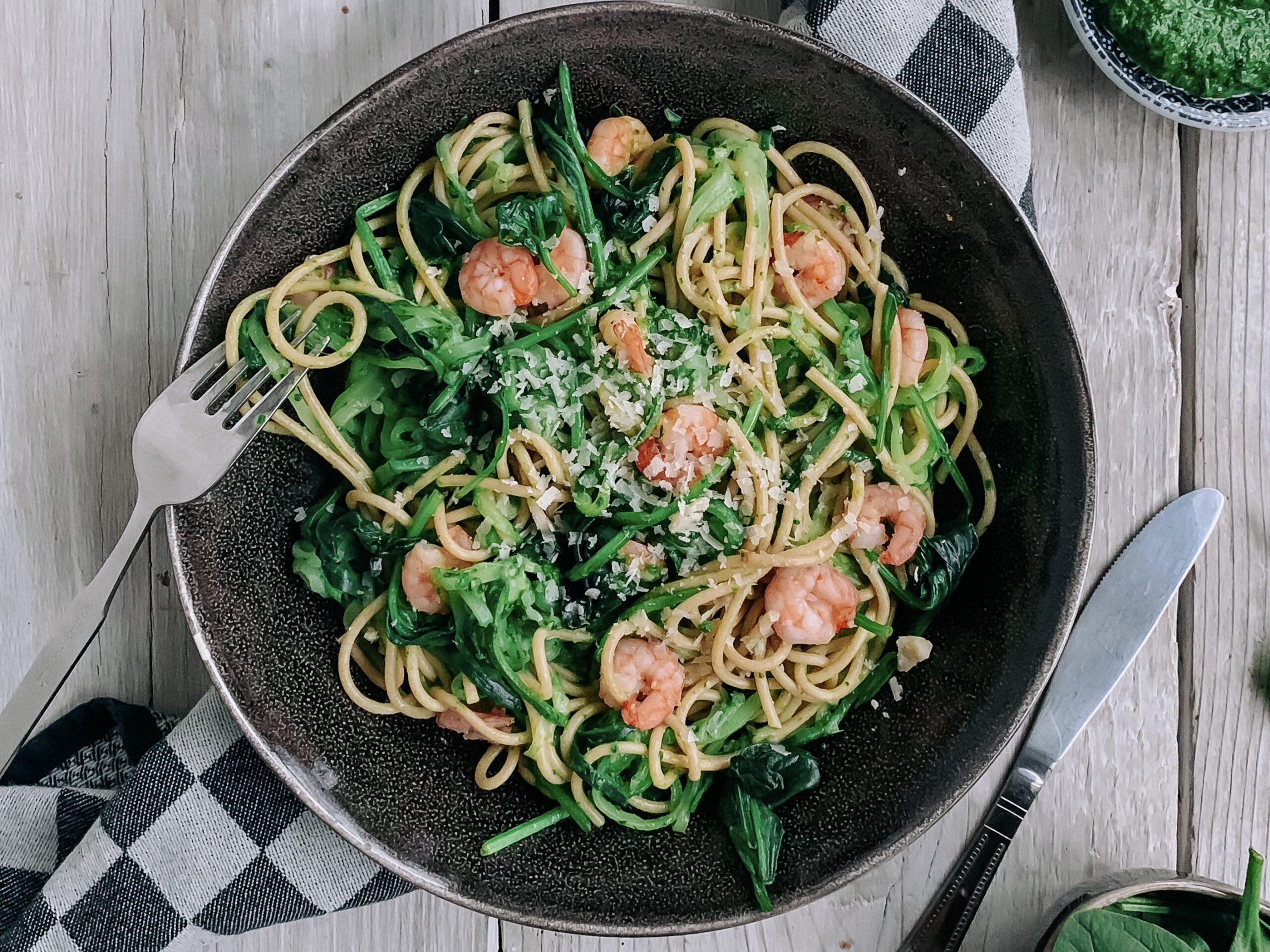 Courgetti met garnalen en spinaziepesto