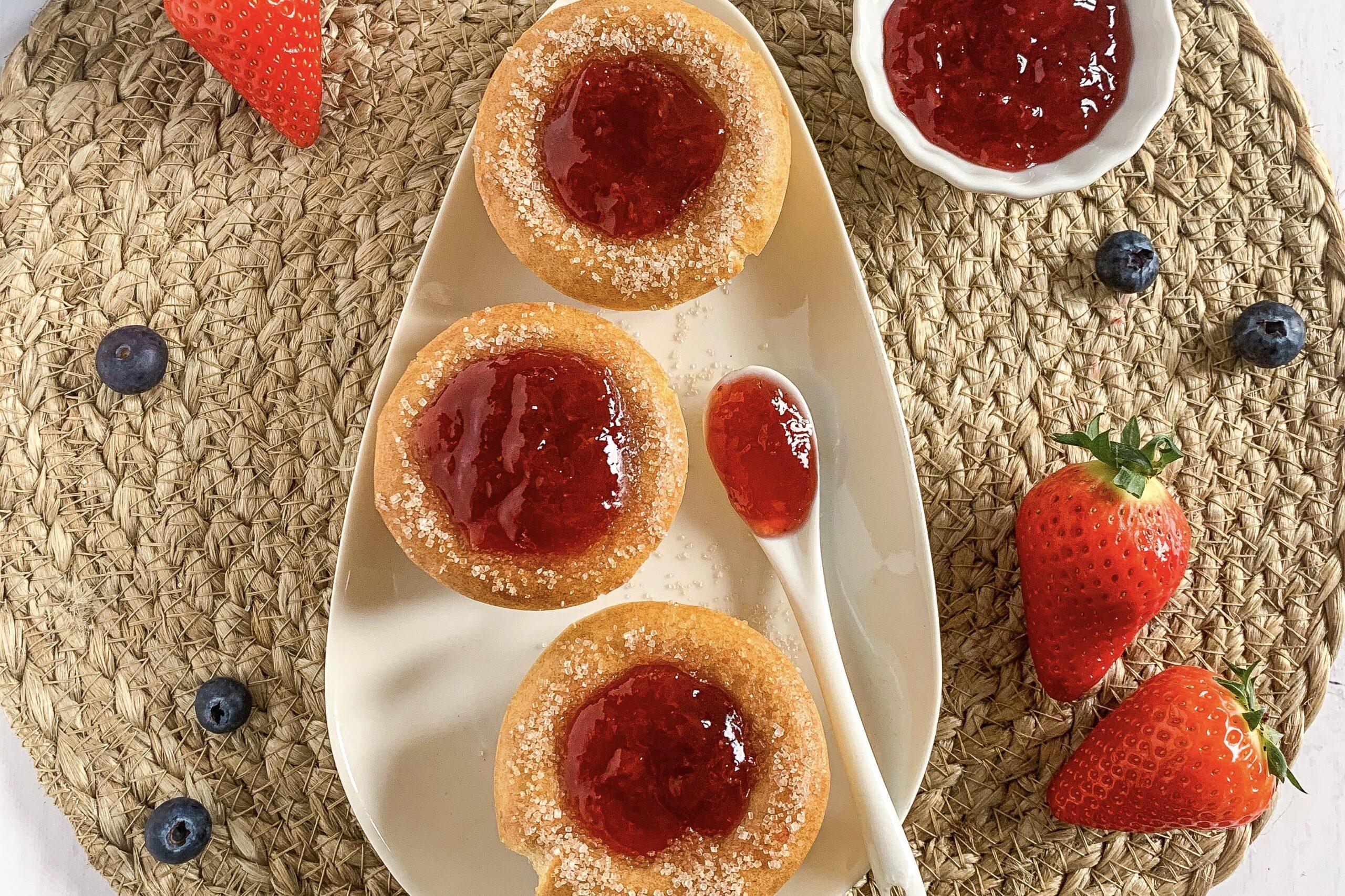 Verantwoorde donut cups met vruchtenspread