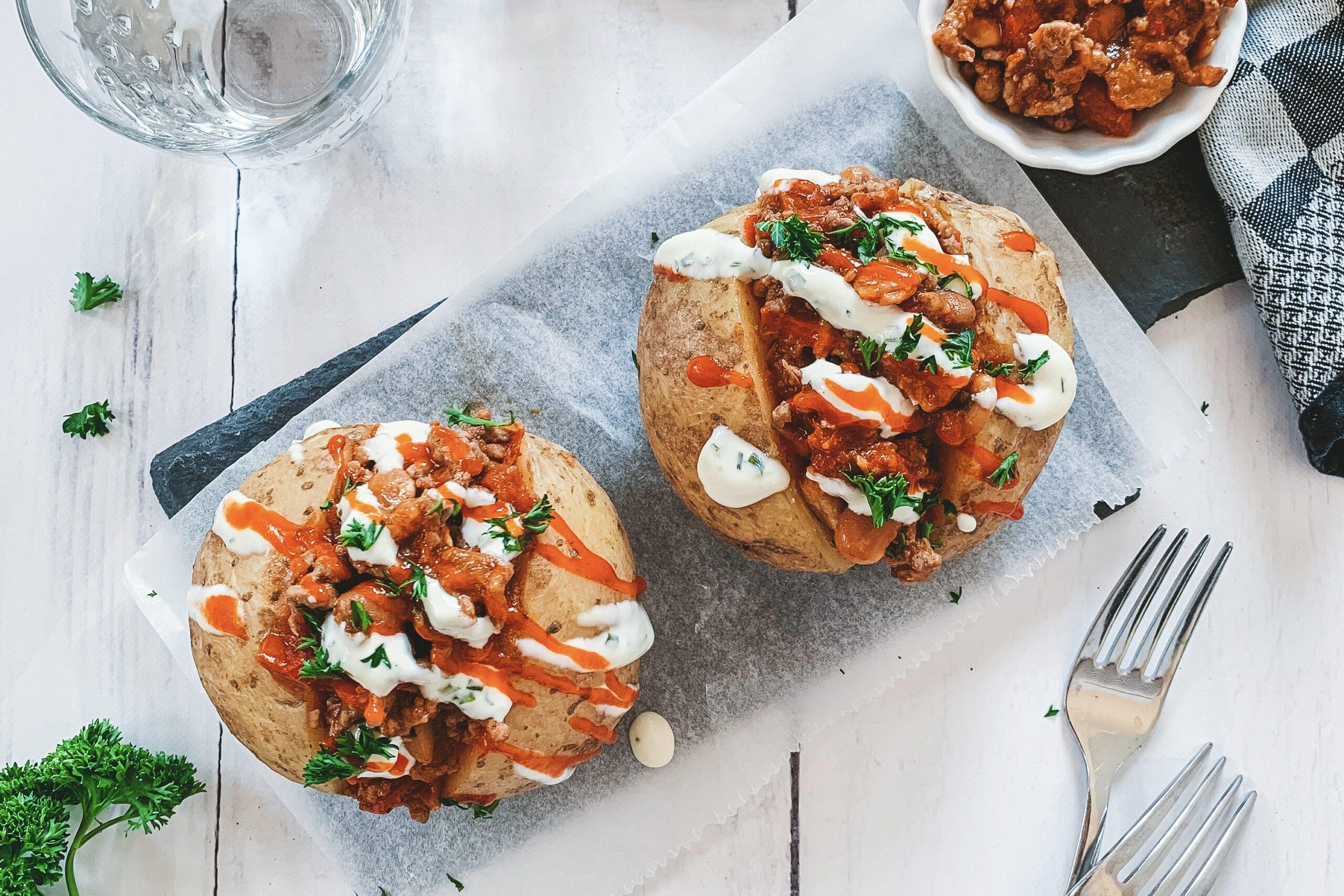 Pittig gepofte aardappel met groentes