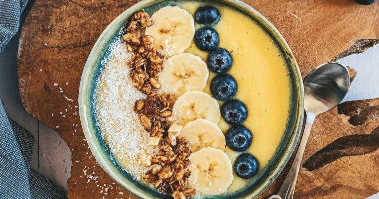 Piña colada smoothie bowl